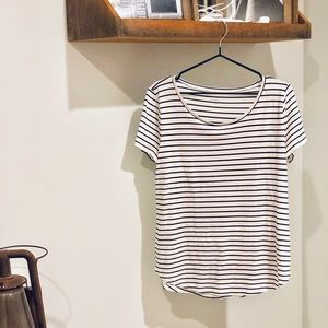 Closet staple NWT Basic Tee B&W stripe